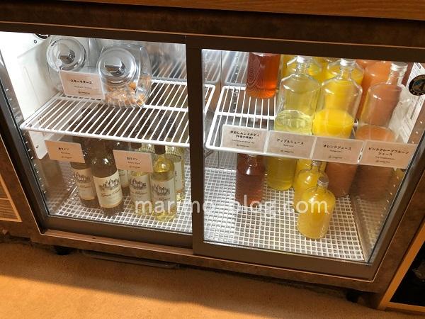 梅小路ポテル京都宿泊記:ジュース・チーズ・赤ワイン・白ワイン
